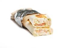 Rindfleisch shawarma oder Kebabverpackung mit Gemüse Stockbild