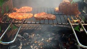 Rindfleisch-Stangen-Grill - Prüfung der Hitze stock footage