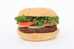 Rindfleischburger über Weiß Stockfoto