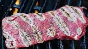 Rindfleischleiste auf Grill Stockfotos