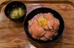 Rindfleischreis mit Ei japanischer Art Stockfotos