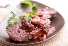 Rindfleischsteak im redwine Lizenzfreies Stockbild