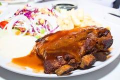 Rindfleischsteak mit Soße des schwarzen Pfeffers Stockbild