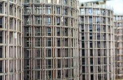 Rinforzo della maglia in rotoli per rinforzare il calcestruzzo al cantiere fotografia stock libera da diritti