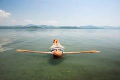 Rinfrescando in un lago Immagine Stock