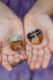Ring Bearer con le fedi nuziali Fotografia Stock Libera da Diritti