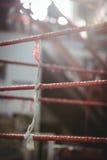 Ring de boxeo en estudio de la aptitud Imágenes de archivo libres de regalías