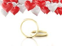 Ring des Gold 3d und Herzballone Roter heart-shaped Schmucksachegeschenkkasten und eine rote Spule auf einem Zeichen Stockbild