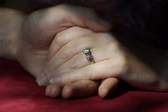 Ring en Handen Stock Foto's