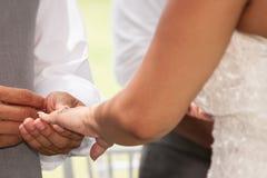 Ring Exchange ceremonial romántico foto de archivo