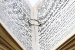 Ring in het boek Royalty-vrije Stock Fotografie