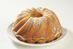 Ring-Kuchen mit Puderzucker Stockfotos