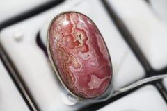 Ring met een groot agaat stock fotografie