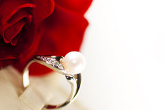 Ring met parel Stock Foto