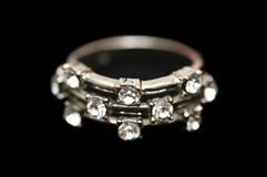 Ring mit den Diamanten getrennt lizenzfreie stockfotografie