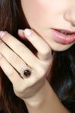 Ring mit einem Juwel stockfotos