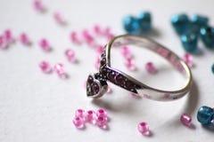 Ring mit Perlen Lizenzfreies Stockfoto