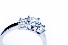 Ring op wit royalty-vrije stock foto