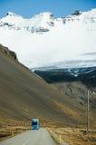 Ring Road, blauer Himmel, Schneeberg, Island Stockbilder