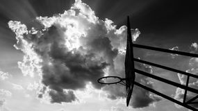 Ring unter dem Himmel lizenzfreie stockfotos