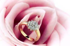 Ring van de diamant en nam toe Royalty-vrije Stock Afbeelding