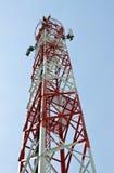 Ringa antennen på ett högväxt står hög. Arkivbild