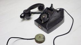 Ringa antikviteten med högtalaren för att avskilja på sidan royaltyfri fotografi