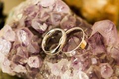 Ringe über cristal Steinen Stockfoto