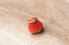 Ringe auf Erdbeere Stockfoto