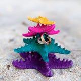 Ringe auf Starfishes im tropischen Paradies Vertikales Bild mit freiem copyspace Lizenzfreie Stockfotos