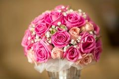 Ringe und Blumen Stockfoto