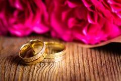 ringer att gifta sig för ro Arkivbild