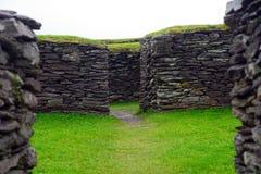 Ringfort Leacanabuile, Irland Royaltyfri Fotografi