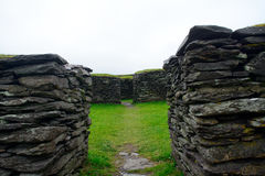 Ringfort Leacanabuile, Irland Royaltyfria Bilder