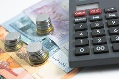 Ringgit y calculadora del billete de banco de Malasia Imágenes de archivo libres de regalías