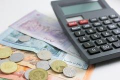 Ringgit y calculadora del billete de banco de Malasia Foto de archivo