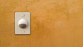 Ringklocka eller summer som monteras på på väggen Royaltyfria Bilder