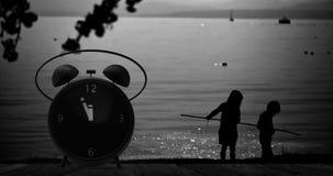 Ringklocka med små minuter till `-klockan för nolla tolv Arkivfoto