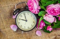 Ringklocka 10 timmar Blommor Royaltyfria Foton