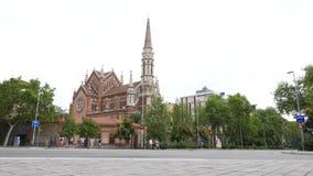 Ringning Església de Sant Francesc de Sales för kyrklig klocka, Barcelona arkivfilmer