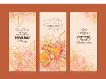 Ringraziamento felice Tre insegne di autunno con le foglie di autunno stilizzate Fotografia Stock