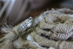 Rings. Husband and Wife wedding rings on burlap Royalty Free Stock Photos