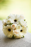 Wedding bouquet and rings Royalty Free Stock Photography