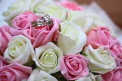 Rings on wedding bouquet Stock Photography