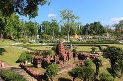 Ringt historiskt för kopia parkerar Phanom i miniatyr parkerar Pattaya arkivfoton