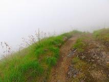 Rinjani som trekking Dimma på vulkan Rinjani Indonesien Utrymme för text _ Royaltyfria Foton