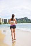 Rinnande övning - kvinnligt jogga för löparekvinna Royaltyfria Bilder