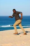 Rinnande afrikansk amerikanman bort Royaltyfria Foton