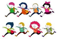 Rinnande barn med skolapåsar Royaltyfri Foto