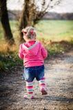 Rinnande flicka Fotografering för Bildbyråer